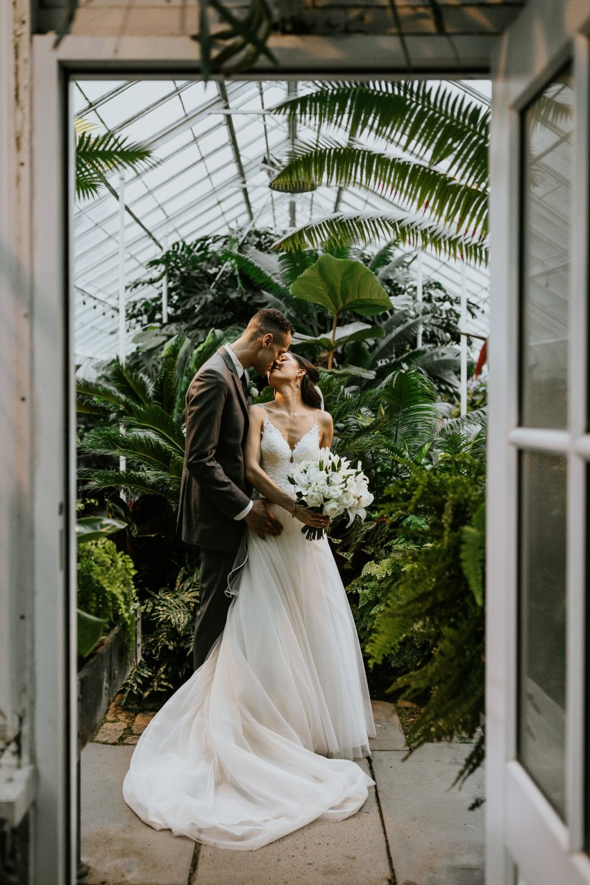seattle wedding photographer volunteer park conservatory wedding