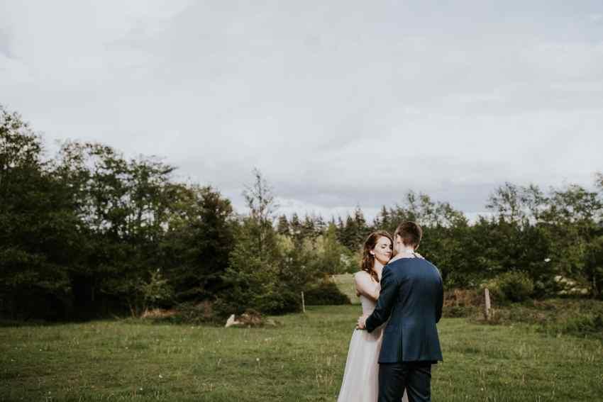 lummi island wedding seattle wedding photographer first dance