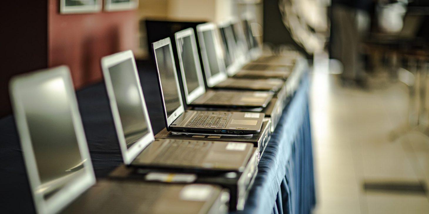 Uczniowie CMS już z laptopami od Pogoni