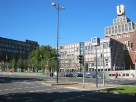 ehemalige Brau und Brunnen Verwaltung (Bildmitte), 2012 | Bildrechte: nickneuwald