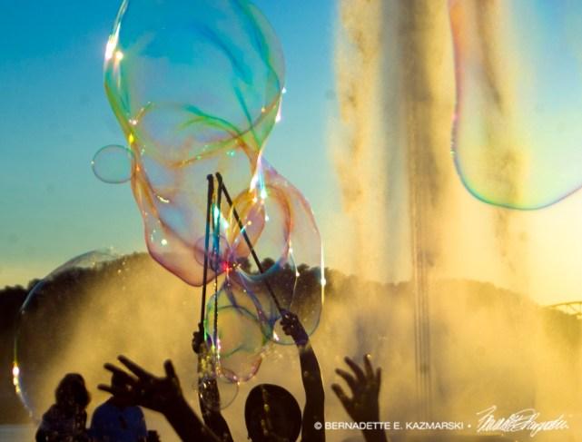 070916-bubbles-hands2-1000px