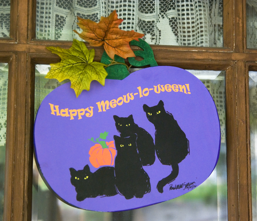"""Happy Meow-lo-ween"" Pumpkin Panel Decoration"