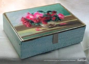 Small Roses Keepsake Box.
