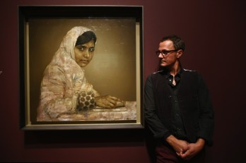 Jonathan Yeo with his completed paining of the teenager education activist Malala Yousafzai