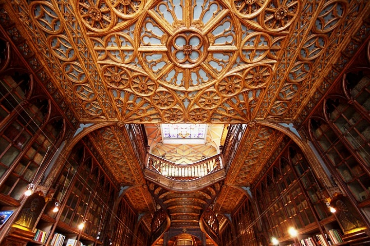 Livraria Lello Source: portugalconfidential.com