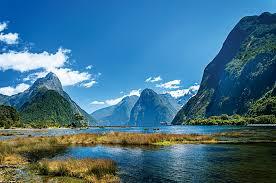 Μια περιοχή παγκόσμιας πολιτιστικής κληρονομιάς της Unesco, το Fiordland είναι ένα λαξευμένο από παγετώματα τοπίο από πανύψηλες κορυφές, κρεμασμένες κοιλάδες, καταρράκτες, λίμνες