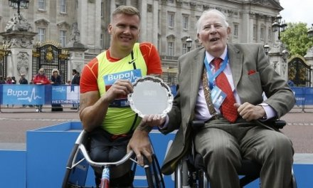 David Weir sets new road mile best time in London