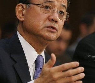 Embattled veterans chief Shinseki fights on