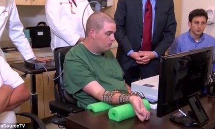 Paralysed man uses just the power of his mind to move his hand