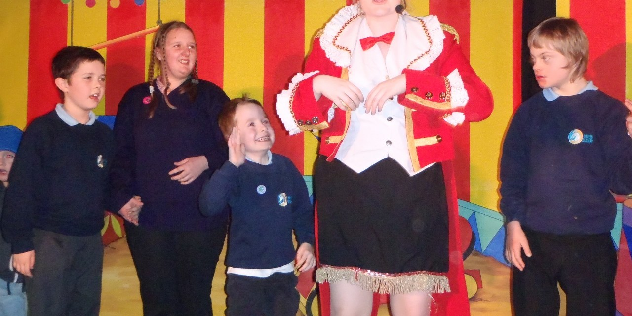 Travelling Troupe's Performance has no Strings Attached