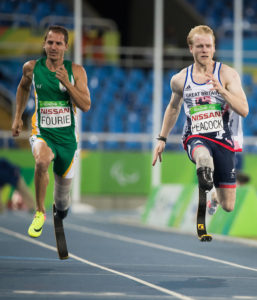 Arnu Fourie RSA and Jonnie Peacock GBR race during the Men's 100m - T44 Heat 1 at the Olympic Stadium. The Paralympic Games, Rio de Janeiro, Brazil, Thursday 8th September 2016. Photo: Simon Bruty for OIS.  Handout image supplied by OIS/IOC