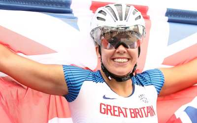 Hannah Cockroft smashes world record