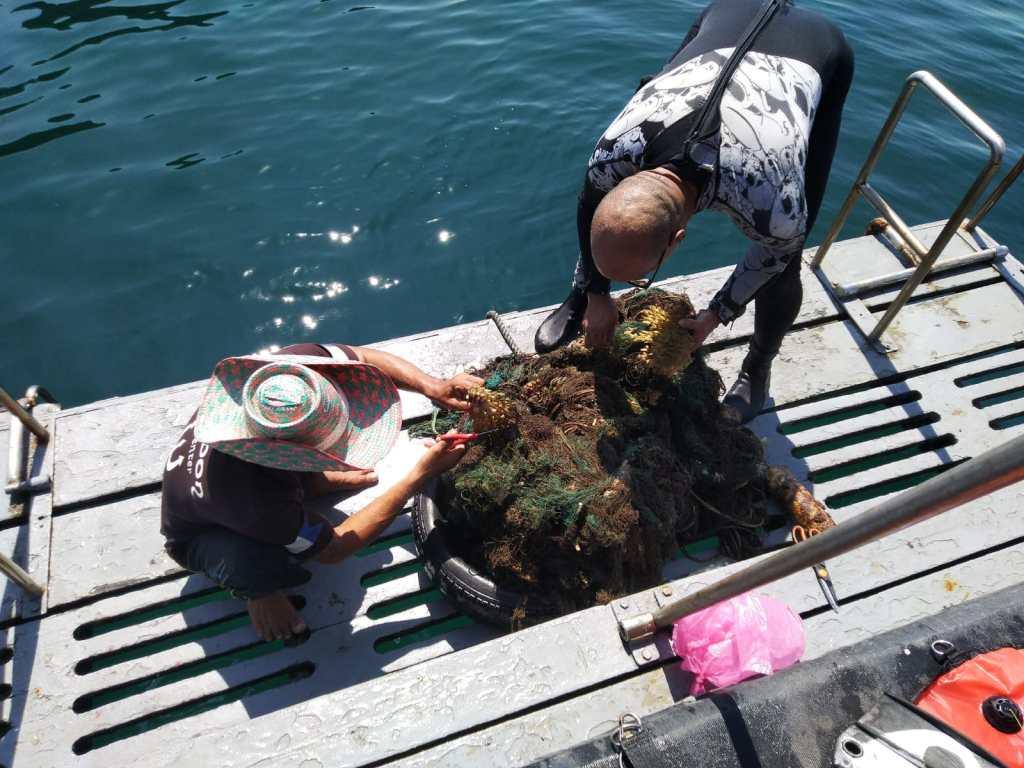 Our Volunteers worked hard Abandoned fishing Net Koh Haa 2