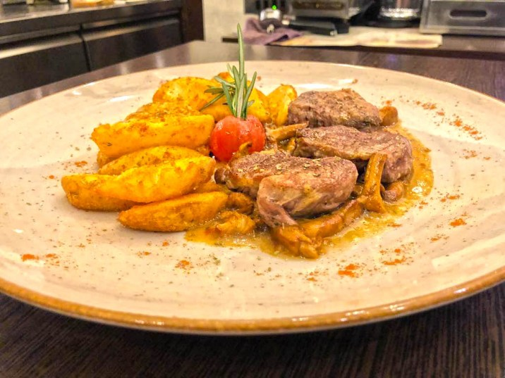Iberico Schweinefilet – Pfifferlingensauce/ Wedges Kartoffeln