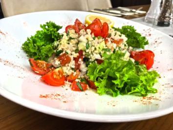 701. Salat mit Bulgur – Tomaten/ Gurken/ Zwiebeln/ Bulgur/ Petersilie