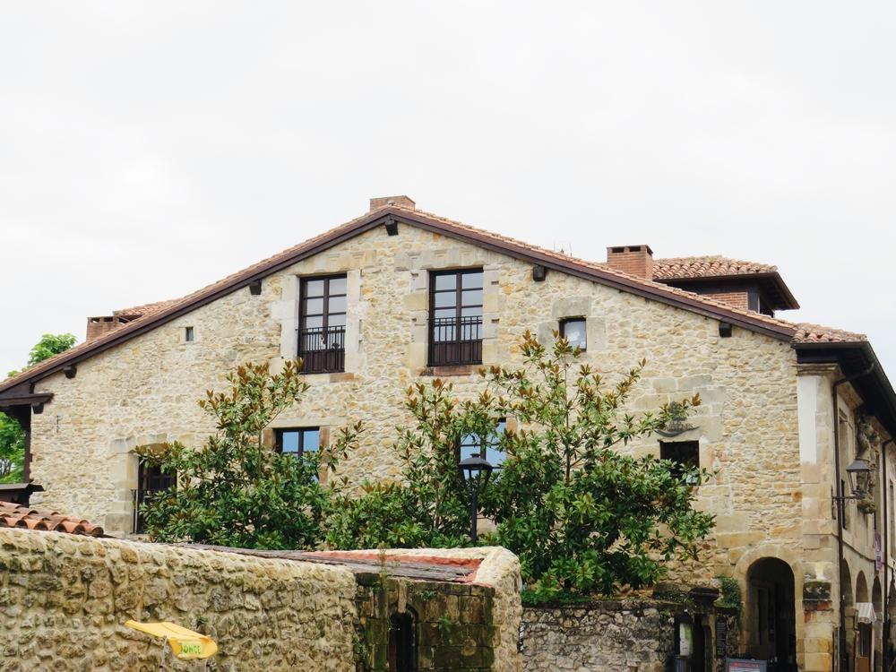 village medieval espagne santillana del mar