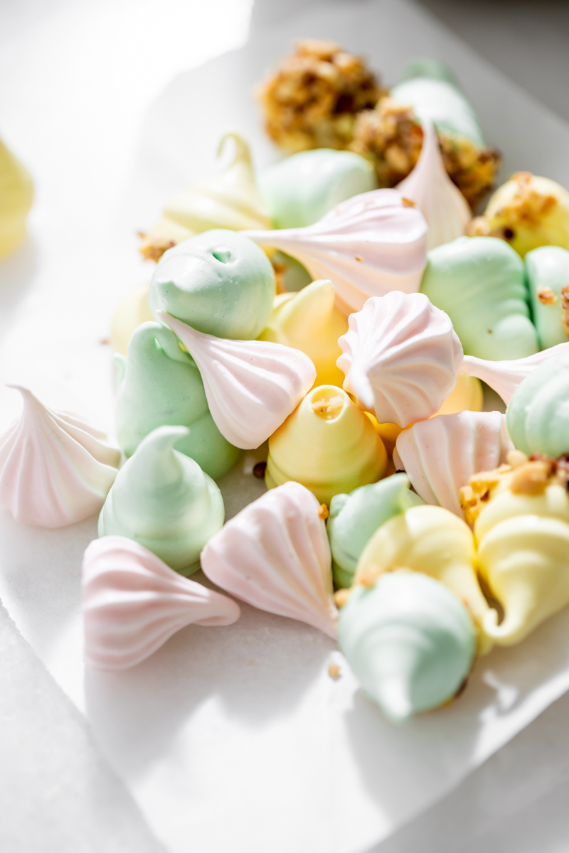 An easy recipe for making easter meringue kisses, dipped in chocolate and coated with nuts. A dairy and gluten free cookie recipe