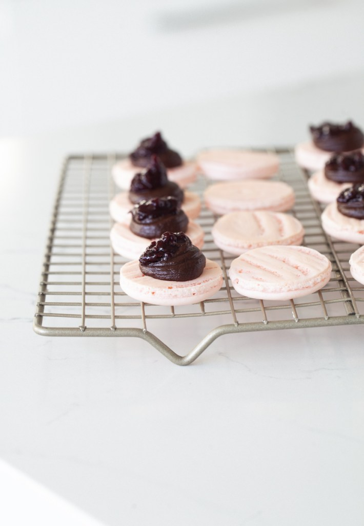 how to make French macarons, a step by step recipe and guide using the Italian Meringue method