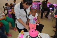 Mommy and Ari cutting the cake