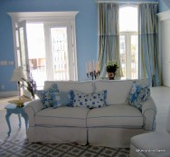 Beach House, white mattellasse sofa