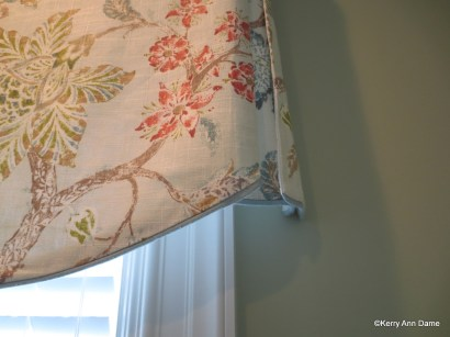 Scallop valance piping detail