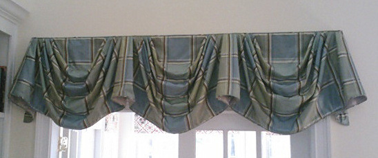 107-33-Silk Plaid Empire Valance with short tails