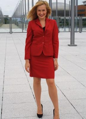 rotes Kostüm auf ww.personality.de