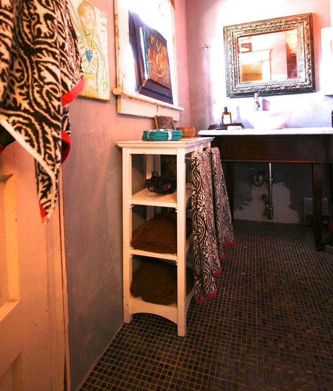 Small-bathroom-storage