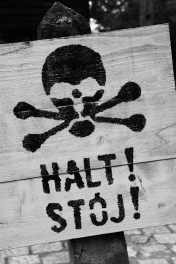auschwitz-halt-1