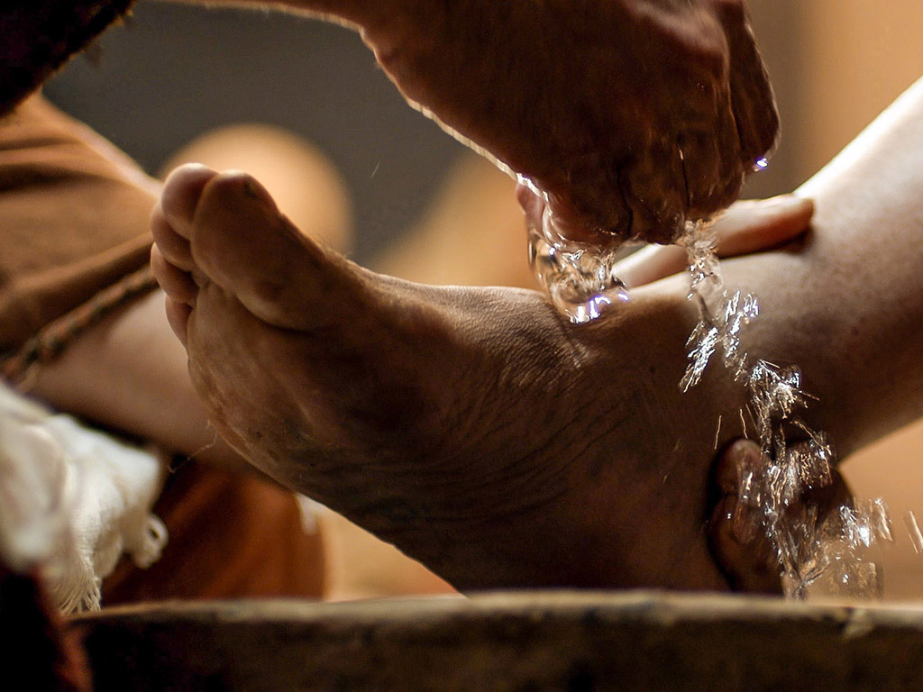 3 Lessons You Can Learn from Jesus Washing Feet – Walking Together ...
