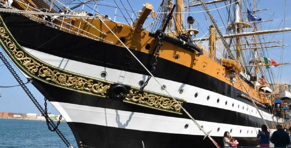 navio italiano Amerigo Vespucci