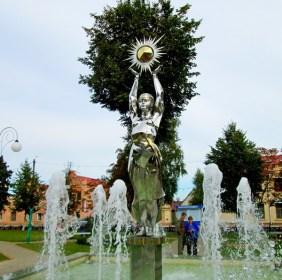 ПОСТАВЫ – сквер на центральной площади города (фонтан)