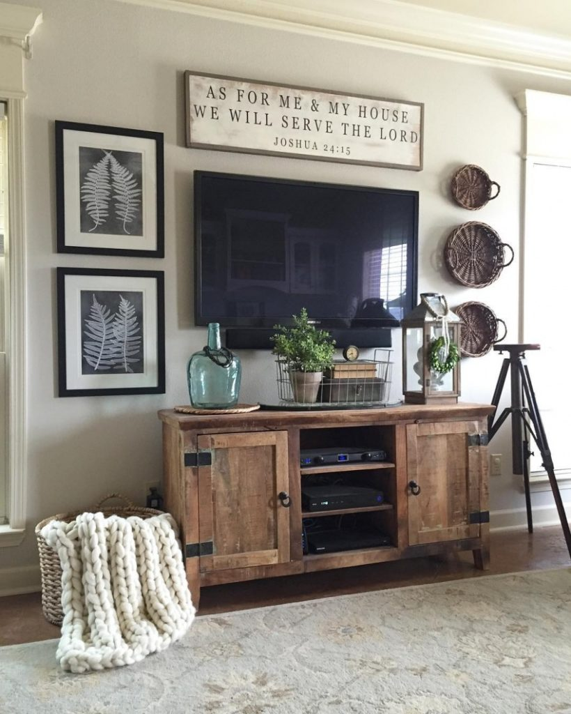 Postbox Designs E-Design: 12 Items to the Perfect Farmhouse Family Room Design, Image: Finspi.com
