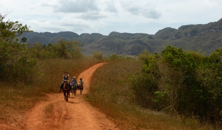 Viñales – riding horses, smoking cigars