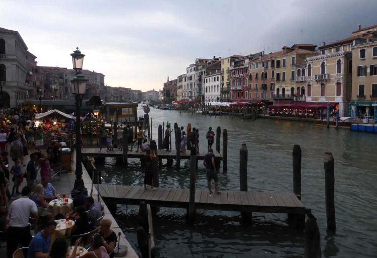 Restaurants-by-Canal-Grande