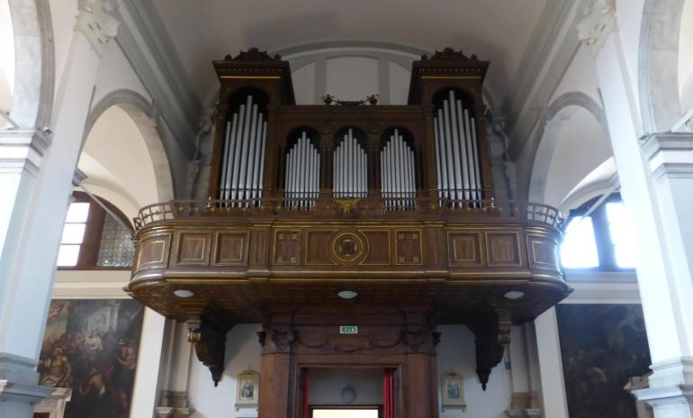 pipe organ pipes