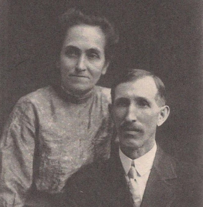 Elias and Flora Disney (parents of Roy and Walt Disney) in 1913