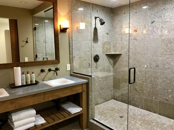 Pioneer Woman's lodge guest bathroom
