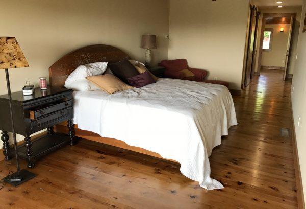Pioneer Woman's lodge bedroom