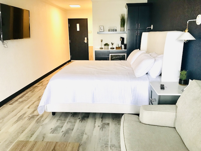 Newly renovated rooms at Lakeside Inn in Clear Lake now have fresh and modern designs.