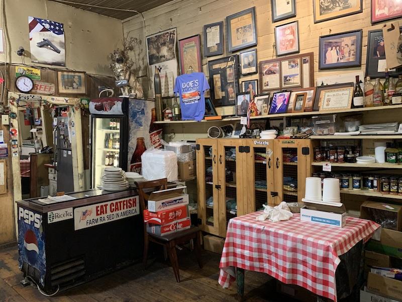 Doe's Eat Place kitchen