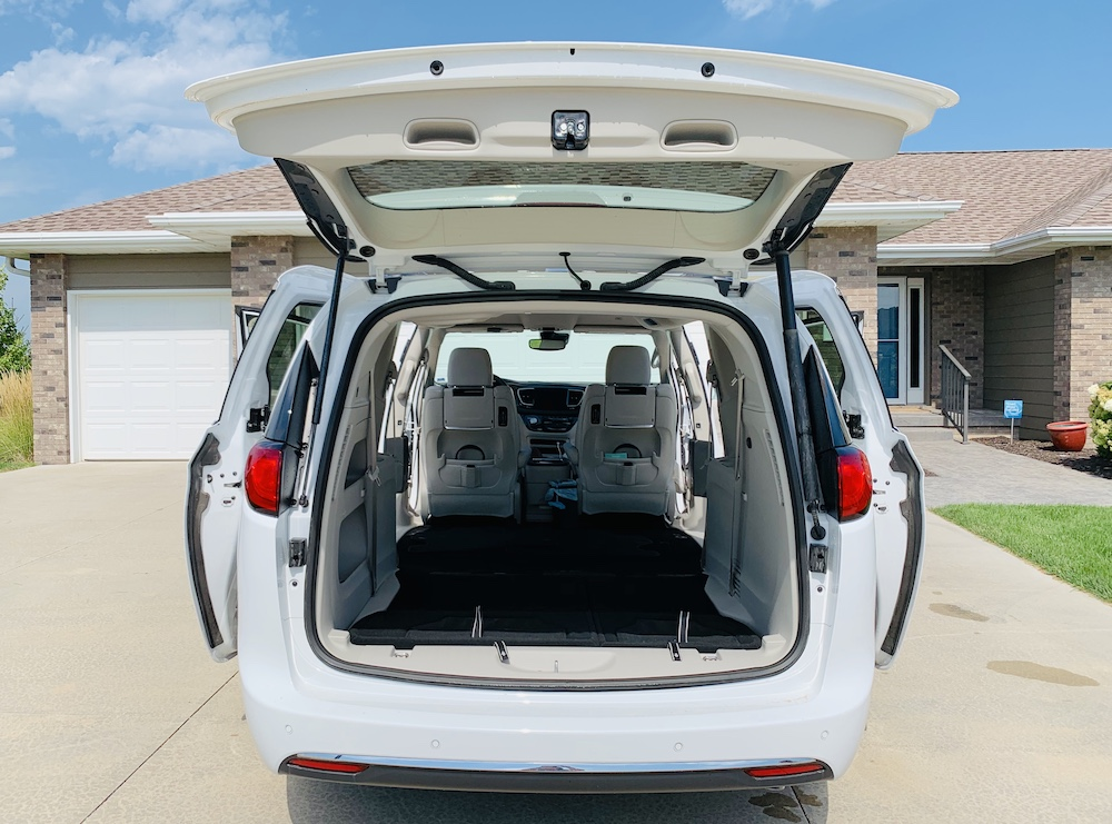 Vehicle for travel Pacifica Cargo Space