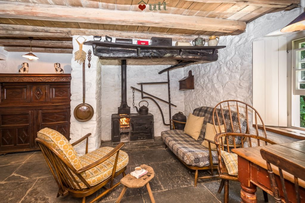 cosy_cottages_to_spend_christmas_in_Bryn_Eglur_Carmarthenshire_Wales