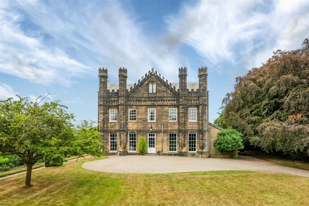 Country_manors_for_sale_in_the_uk
