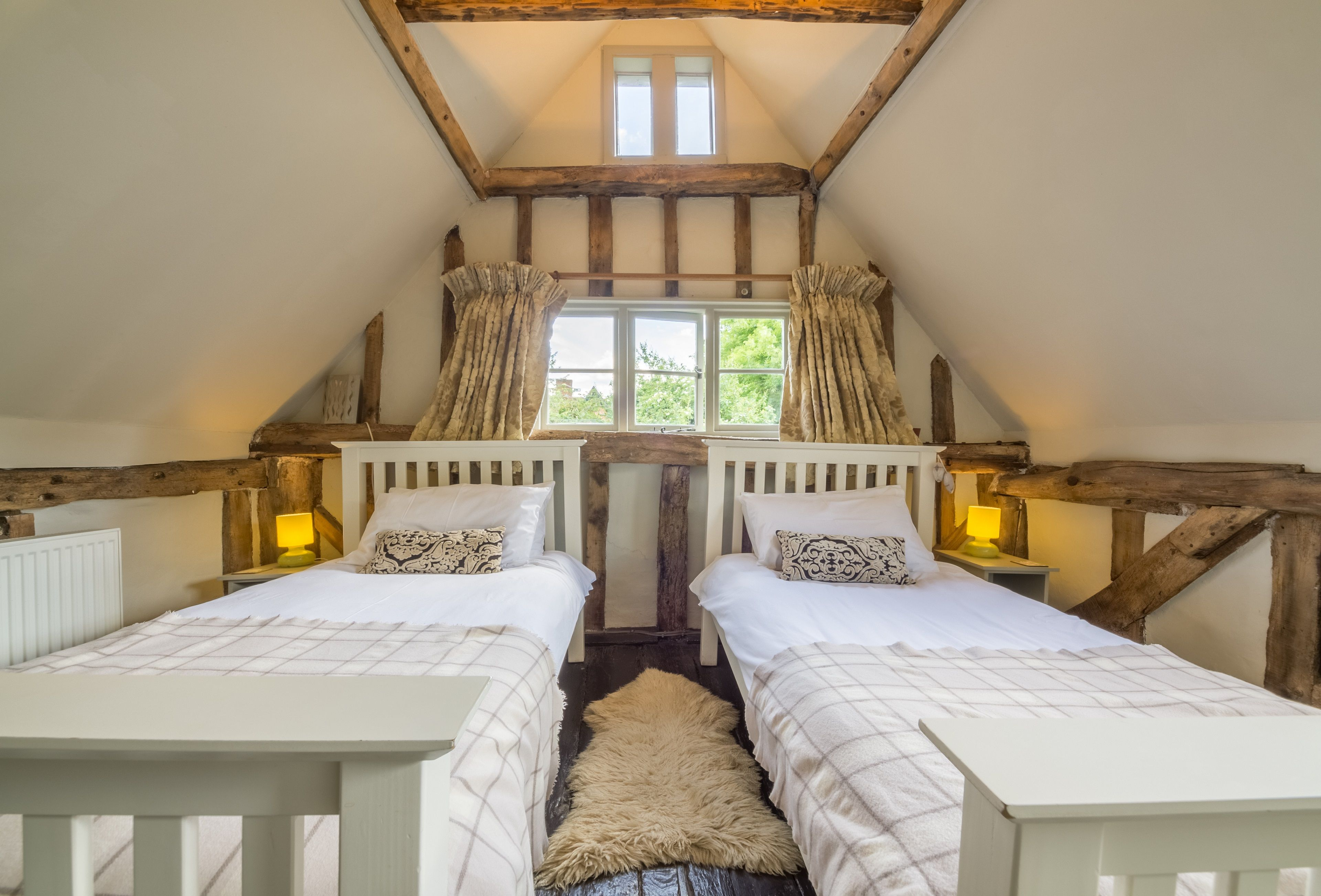 10_beautiful_thatched_cottages_in_england_gardeners_cottage_suffolk