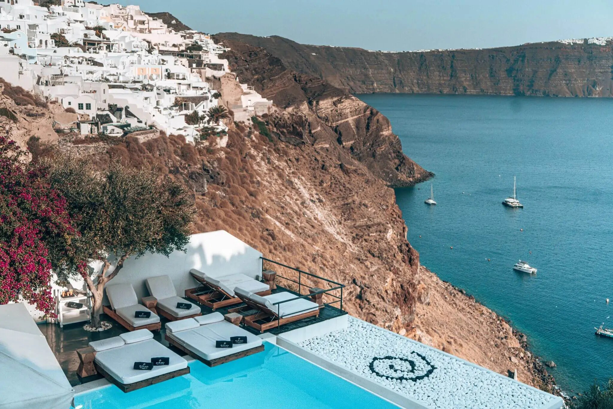 best_hotel_views_in_santorini_andonis_luxury_suites
