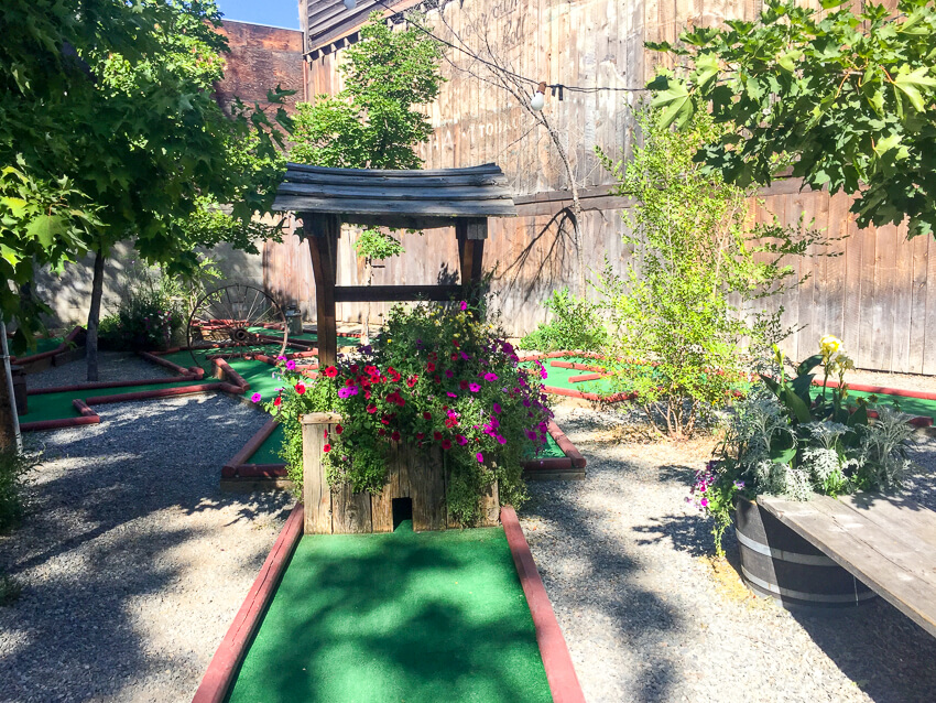 How to Spend a Weekend in Winthrop mini golf