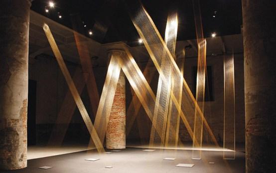 Tteia nº1, C 2008 (Bienal de Veneza) Fio dourado em formas quadradas