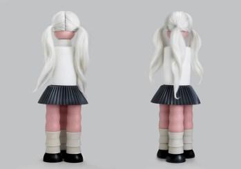 Albina i, Série Ilegais, 2010, resina, cabelo sintético, 78x30x30cm Albino, Illegals Serie, 2010, resin, synthetic hair, 76x28x28cm, Private Collection