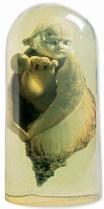 FARNESE de Andrade Viemos do Mar concha do mar, cabeça de porcelana, ovo e mão de manequim envolvidos em redoma de poliéster, ass., dat. 1986 e tit. na parte de trás Participou de exposição do artista, na Galeria Anna Maria Niemeyer, realizada em 1986, sendo reproduzida no catálogo e na p. 101 do livro Farnese de Andrade (São Paulo: Cosac Naify, 2002) 49 x ø25 cm
